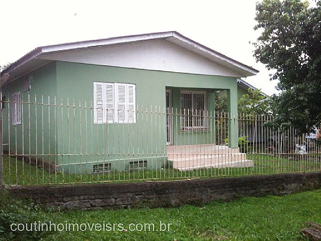 Coutinho Imóveis - Casa 3 Dorm, Amaral Ribeiro