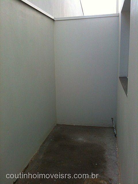 Coutinho Imóveis - Casa 2 Dorm, Centenário - Foto 8
