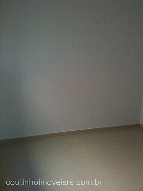 Coutinho Imóveis - Casa 2 Dorm, Centenário - Foto 3