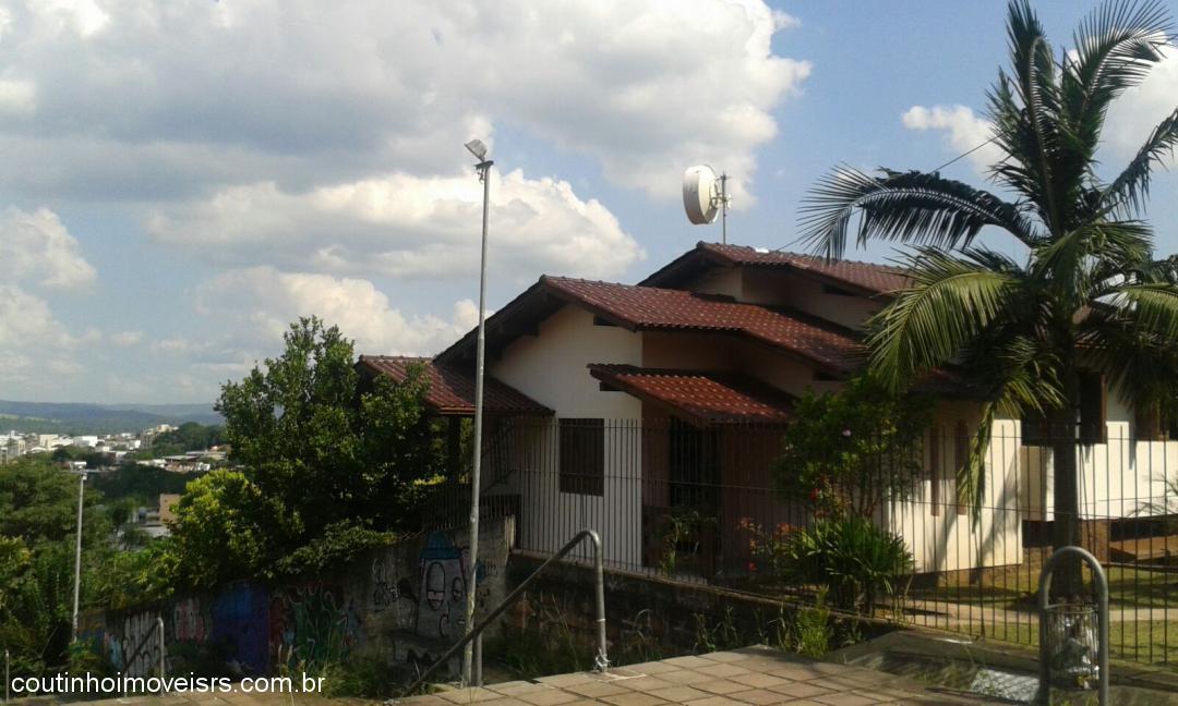 Imóvel: Coutinho Imóveis - Casa 4 Dorm, Centenário