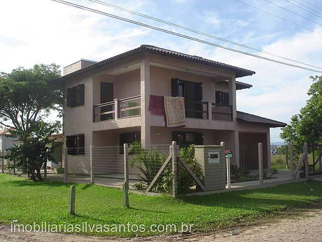 Imobiliária Silva Santos - Casa 3 Dorm, Araçá