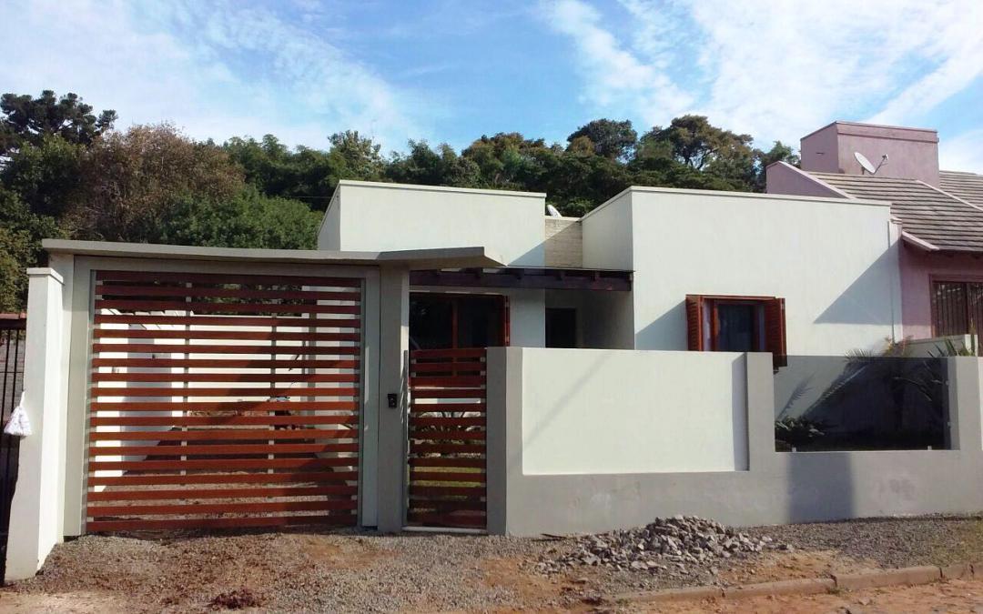 Rosângela Imóveis - Casa 2 Dorm, Centenário