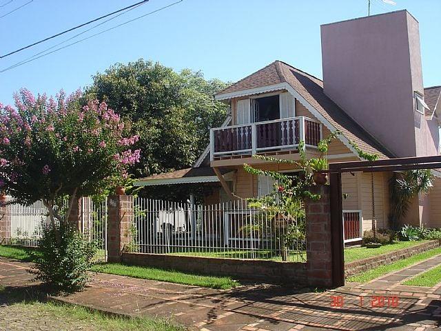 Viver Bem Imóveis - Casa 3 Dorm, San Ciro, Portão