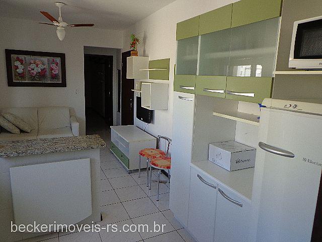 Becker Imóveis - Casa 1 Dorm, Centro (289841)