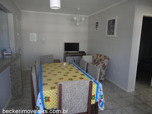 Becker Imóveis - Casa 2 Dorm, Centro (301975)